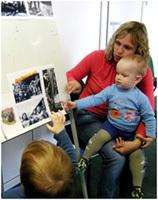 Что видит малыш на военной фотографии?